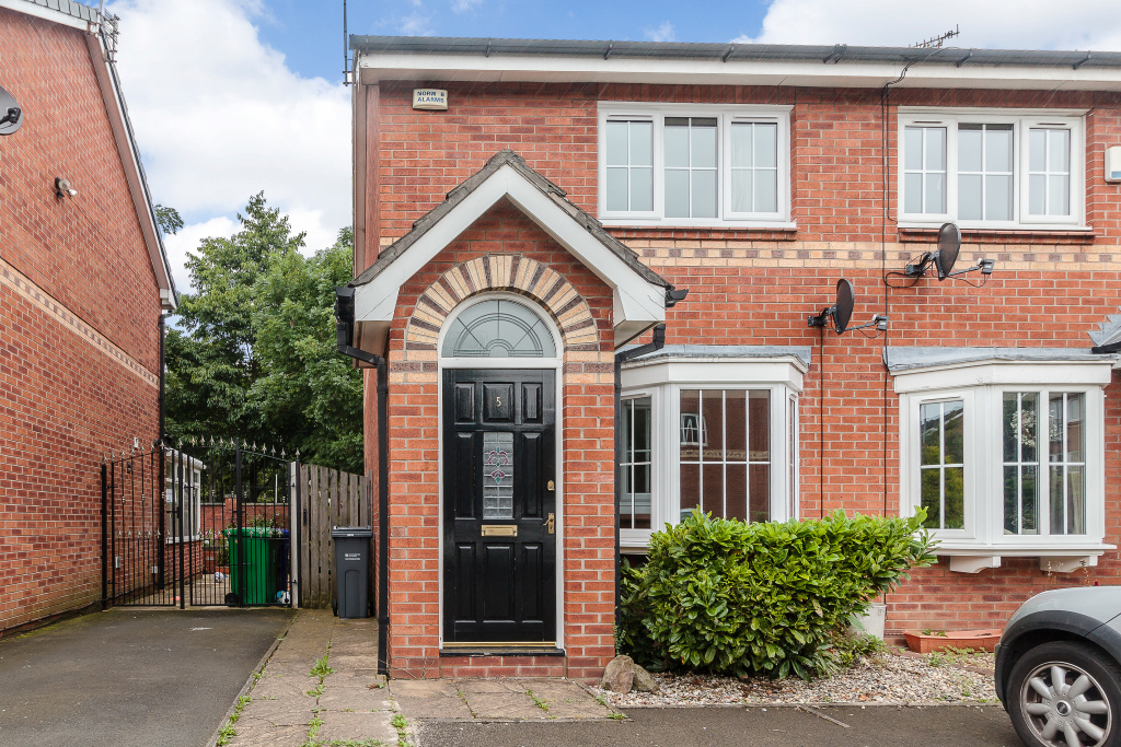 Petworth Close, Manchester, M22